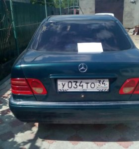 Mercedes-Benz W210 E200