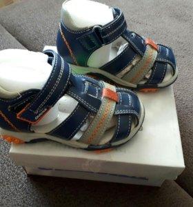 Продам новые сандали