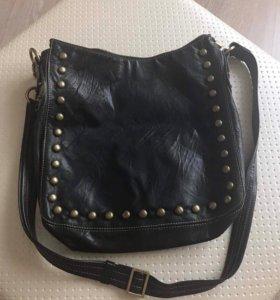Продам черную кожаную сумку Texier
