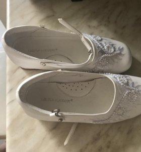 Туфли белые 32 р-р нарядные новые