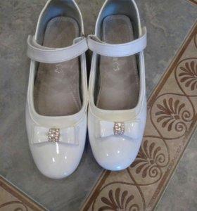 Туфли белые на девочку 36-37