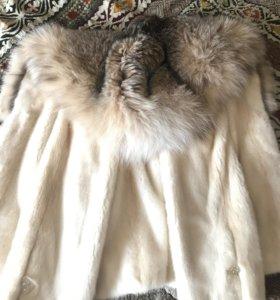 Шуба с капюшоном из рыси