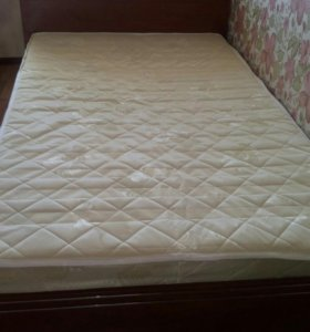 Кровать +матрацем