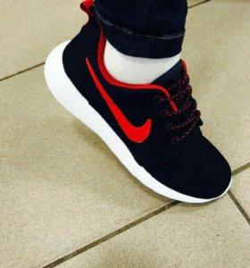 Новые кроссовки Nike летние