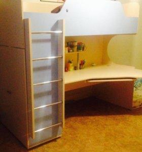 Детская кровать,стол+матрац