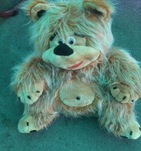 Медведь игрушка.