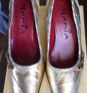 Туфли золотого цвета