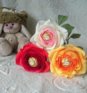 Роза с конфетой (букеты из конфет)