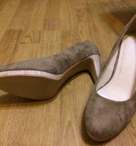 Замшевые новые туфли