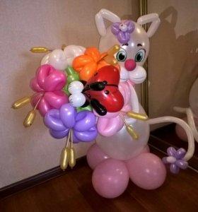 """Композиция из воздушных шаров """"Мисс Кэт с букетом"""""""