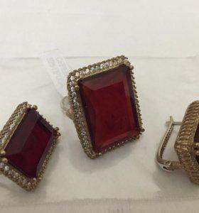 Золото и красный драгоценный камень комплект