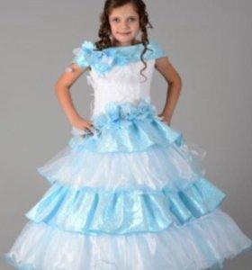 Продаю Детское платье на рост 152