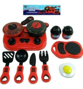Набор посуды для кухни с продуктами