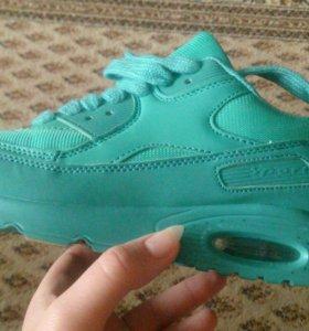 Новые женские кроссовки 39 размер.