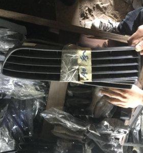 Решетки переднего бампера Ауди А6 С4