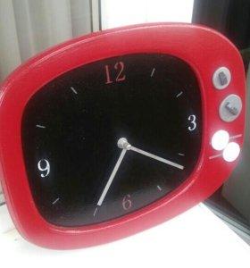 Оригинальные часы в форме телевизора