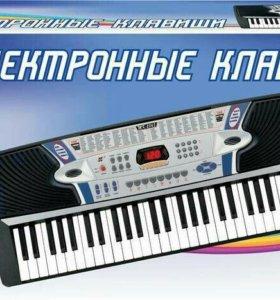 "Синтезатор ""DoReMi"", 54 клавиши, с микрофоном."