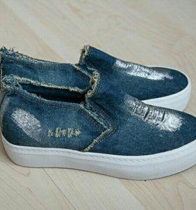 НОВЫЕ слипоны джинсовые