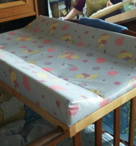 Пеленальный столик на кровать