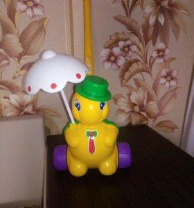 Черепашка на колесиках с крутяшимся зонтиком