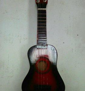 Гитара со струнами