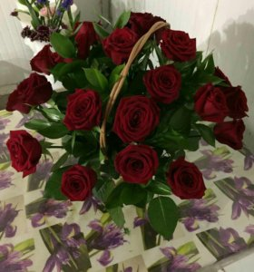 23 розы в корзине