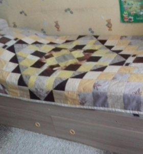 Продам кровать с двумя выдвижными ящиками