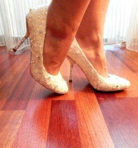 Туфли  со стразами Svarovski