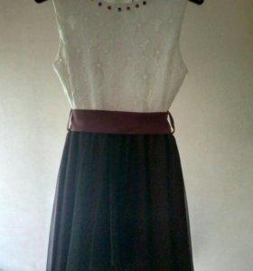 Платье для девочки 146-152 см.