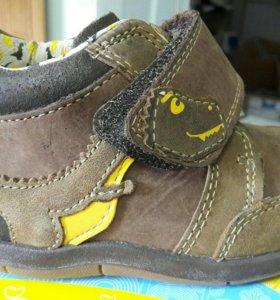 Новые ботинки Clarks на мальчика