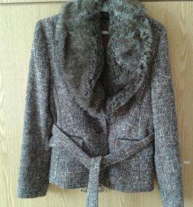 Пиджак (новый) из шерсти с мехом