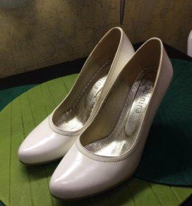 Свадебные белые туфли