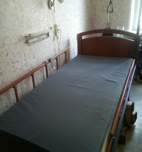 Кровать с электроприводным секциями и матрас