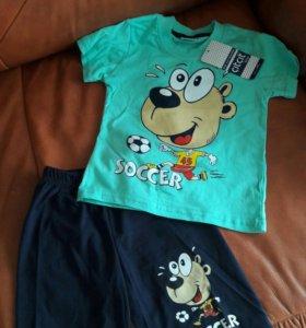 Костюм для мальчика с шортами.