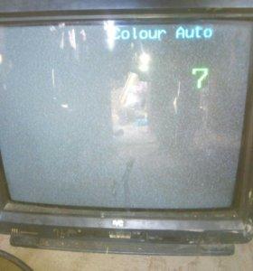 Телевизор ЭЛТ среднего размера.