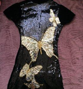 Платье в паетках.