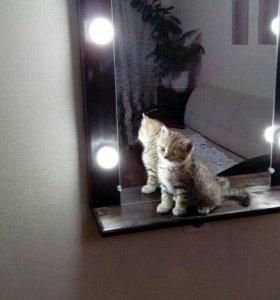 Зеркало визажиста и гримерные столы