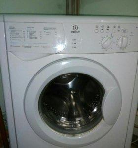 Продаю срочно стиральную машину Indesit