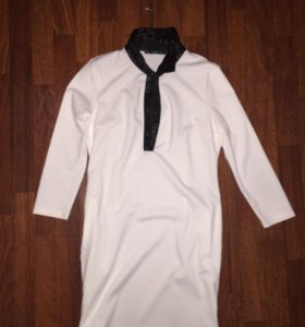Белое платье с кожаным чёрным воротником