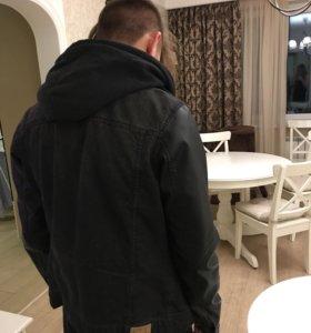 Джинсовая куртка с кожаными рукавами