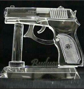 Хрустальный пистолет на подставке на подарок