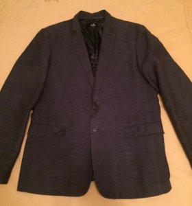 Пиджак на двух пуговицах