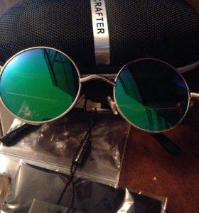 Солнцезащитные очки. Круглая оправа.