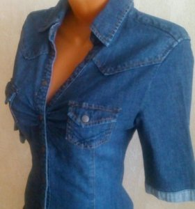 Джинсовая рубашка интересной модели