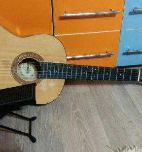 Гитара и подставка под ногу, для игры на гитаре
