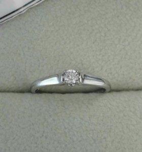Новое кольцо с бриллиантом 0.09 и биркой