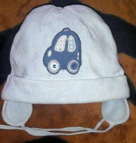 Симпатичная велюровая шапка с машинкой на мальчика