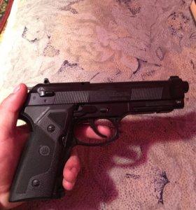 Газобаллонный пистолет Beretta
