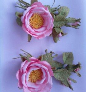Заколки с цветком шиповника