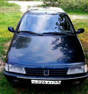 Peugeot 405.